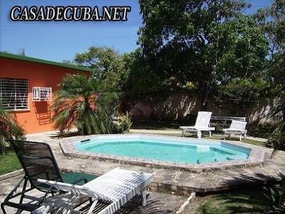 Vacaciones en casa con piscina y ranch n en guanabo cuba for Casas con piscina en cuba